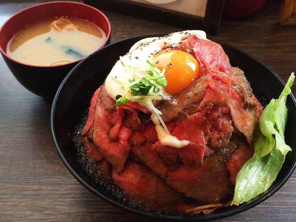 RedRock大須まねき猫店のローストビーフ丼