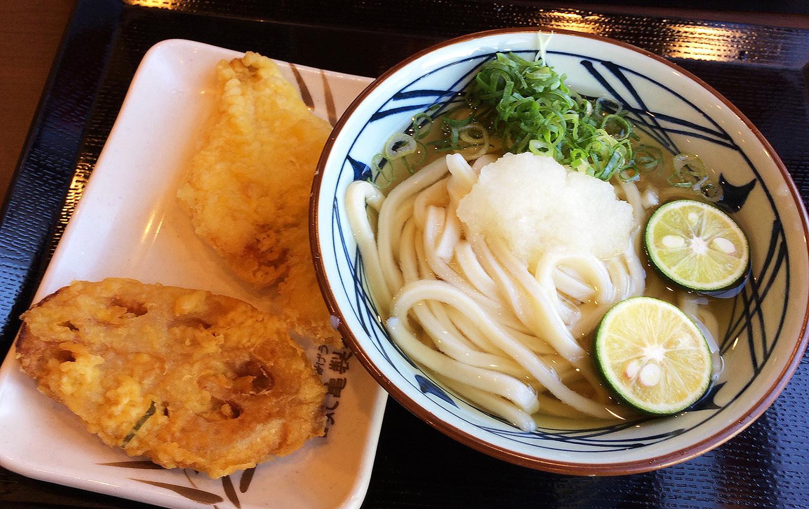 「丸亀製麺 名古屋丸の内店」のおろし冷やかけうどんとかれい天 @丸の内