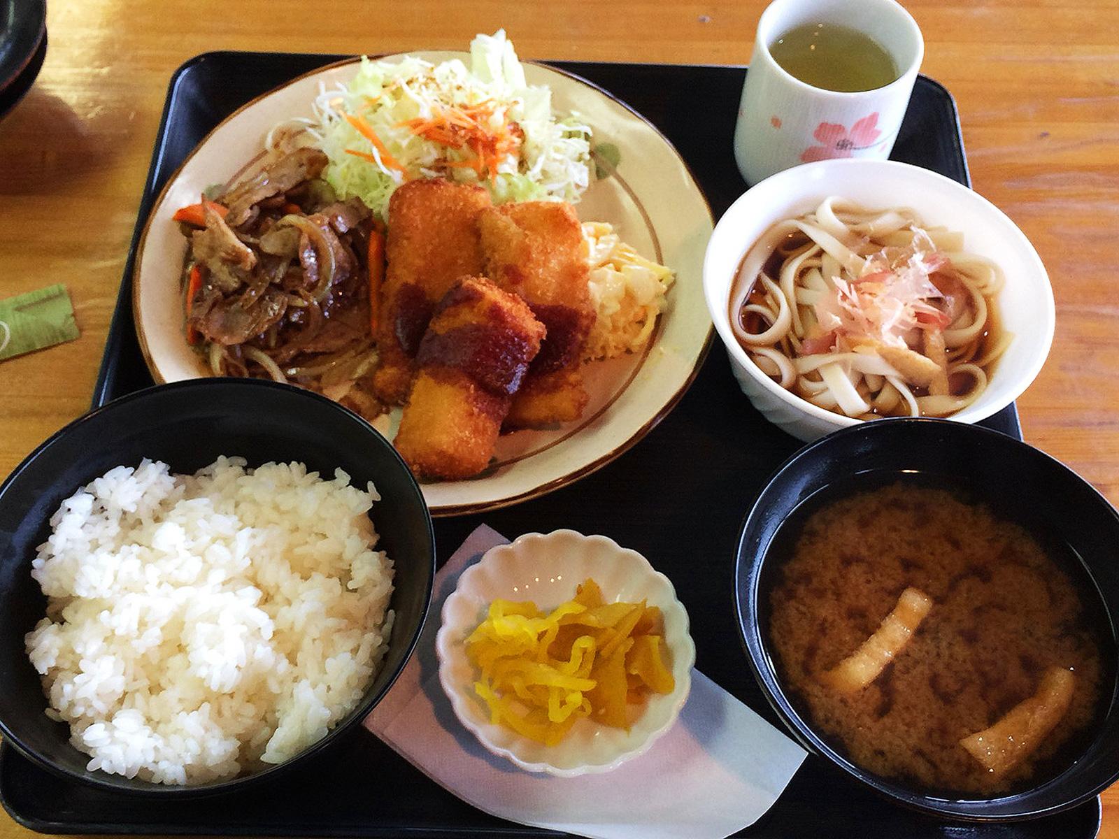 「カリナン」の焼肉とイカフライのランチ @清須市下小田井