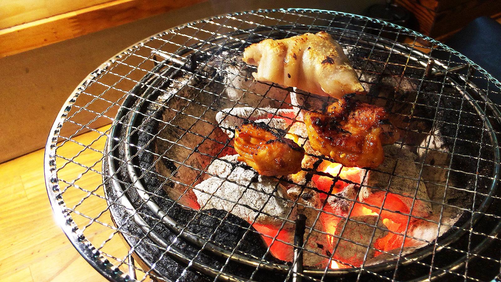 「焼肉・ホルモン さらえ亭」の馬刺しと豚足とホルモン @下小田井