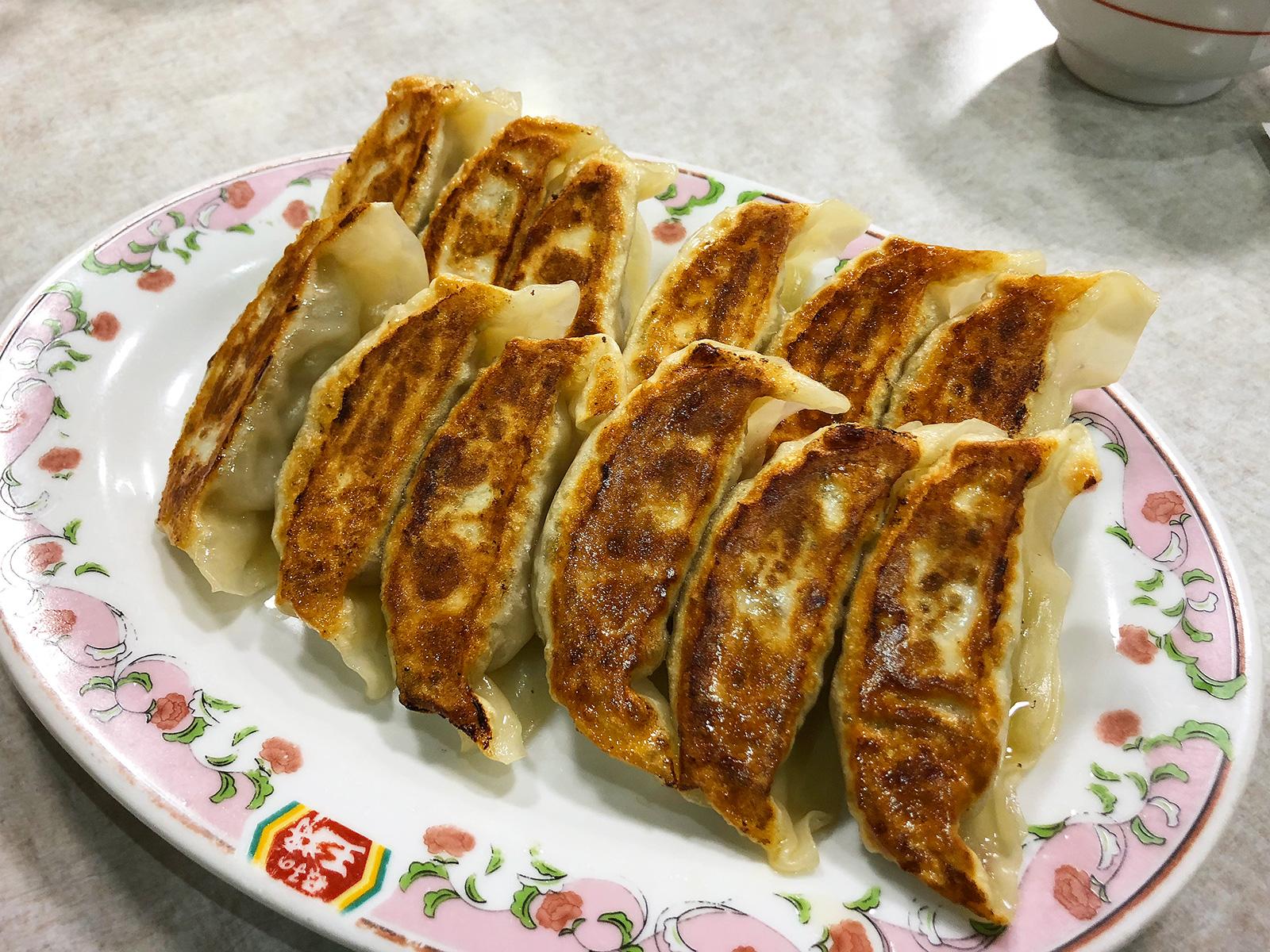 「餃子の王将 愛知岩倉店」の餃子と野菜炒め @岩倉市