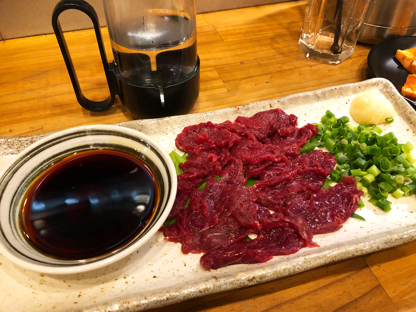 「焼肉・ホルモン さらえ亭」の馬刺しとブリスケとコリコリ @清須市下小田井