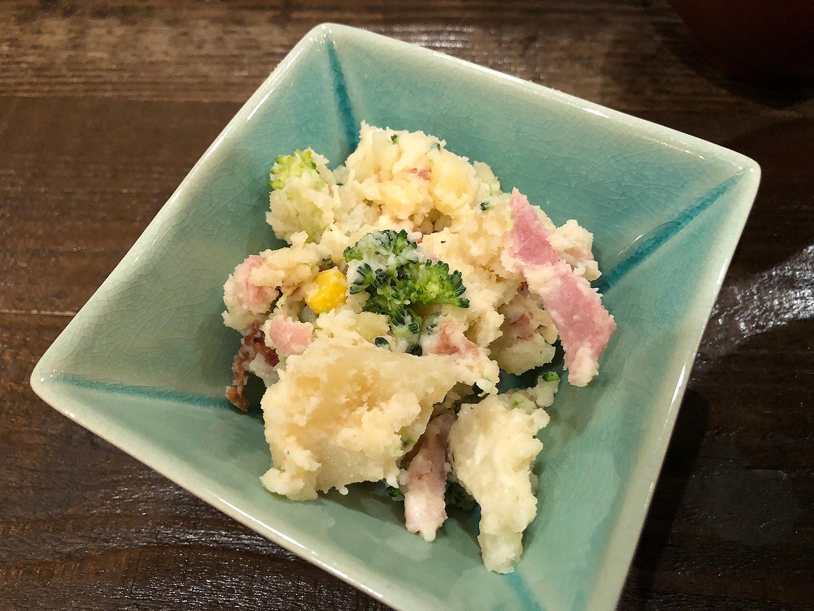 「ごはんや ぎん」の鮪と牡蠣のフライ定食と人参シリシリ @野間町