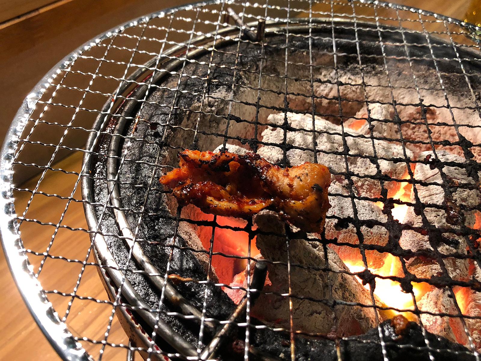 「炭火焼肉・ホルモン さらえ亭」のハチノスとレバーと辛口とんちゃん @下小田井