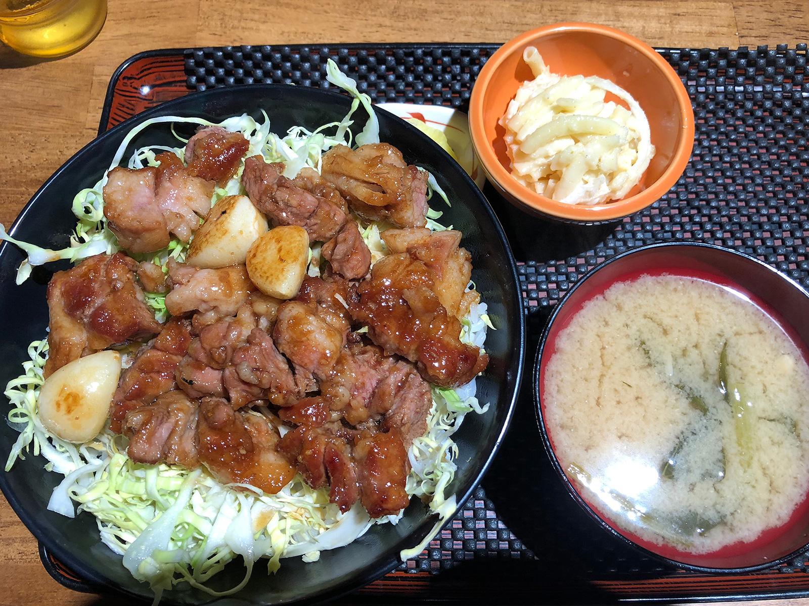 「喫茶クルー」のとんてきメガ丼 @中村区役所
