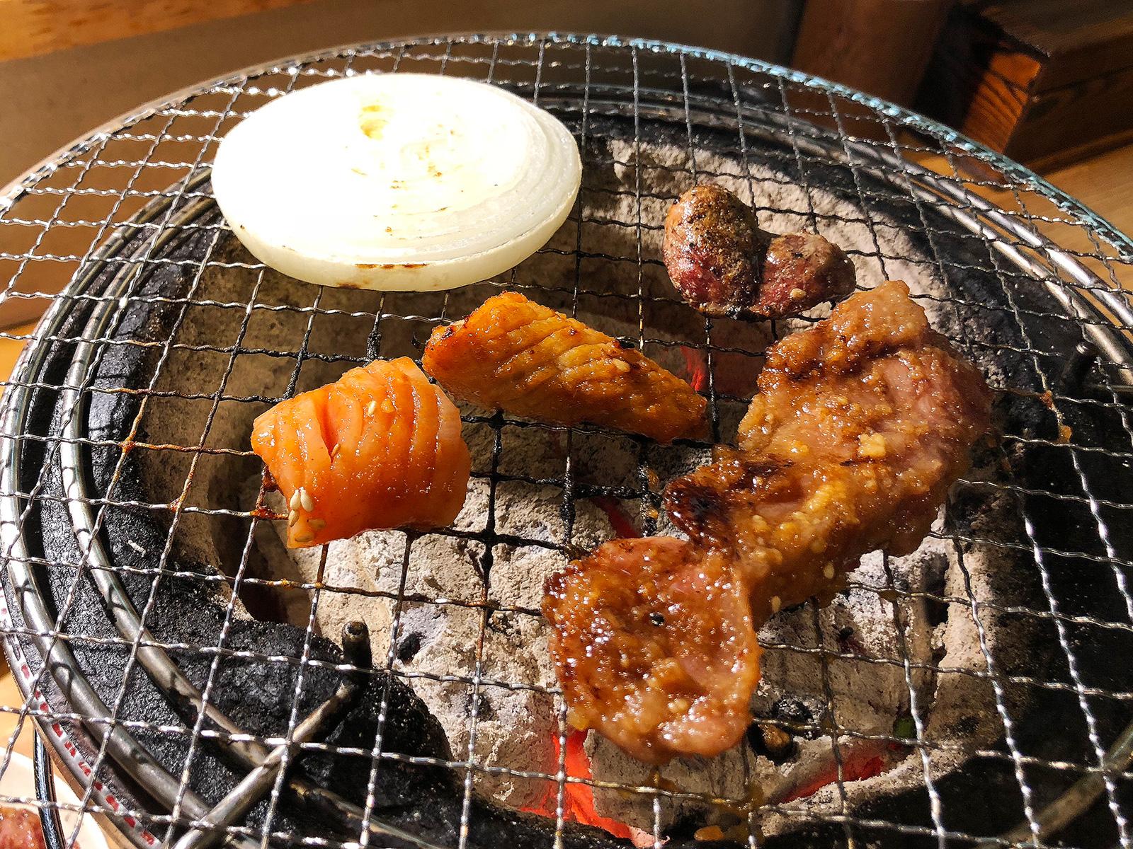 「炭火焼肉・ホルモン さらえ亭」のハラミとシロコロと猪肉 @下小田井