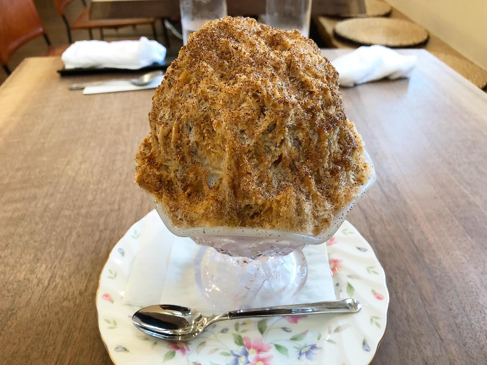 「モントルイユ マノン」のステーキ丼とかき氷 @志賀本通