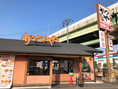「かつや 名岐バイパス春日店」の鶏つくね味噌カツ鍋定食 @清須市春日