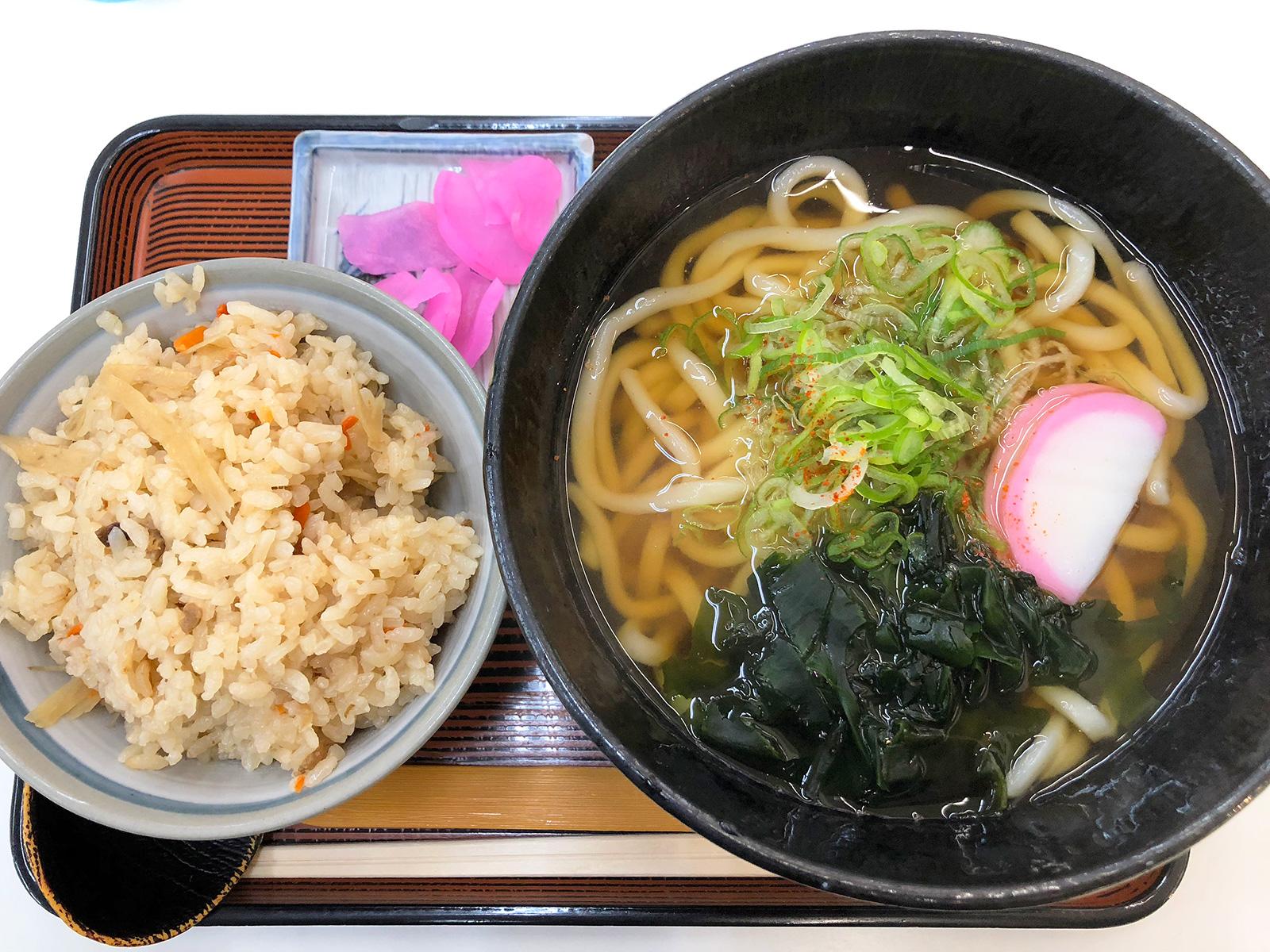 「むつみや」のうどんと五目ご飯のランチ @清須市下小田井