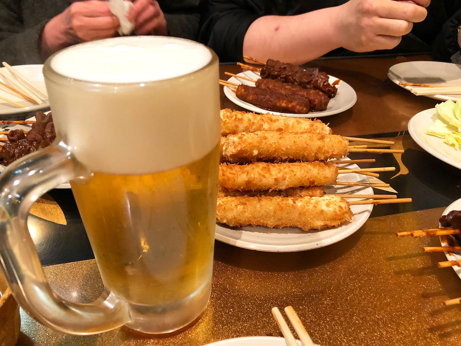 「串かつ玉家」の串かつとどて串と生ビール @お千代保稲荷