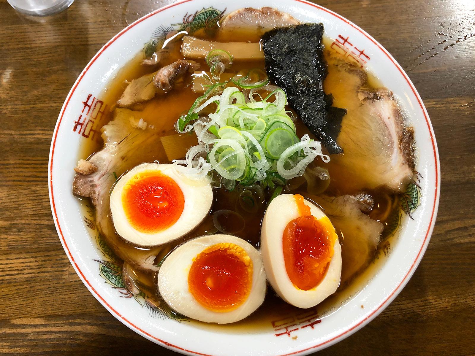 「ラーメン鬼太郎」の醤油ラーメンとチャーシュー煮卵トッピング @稲沢市