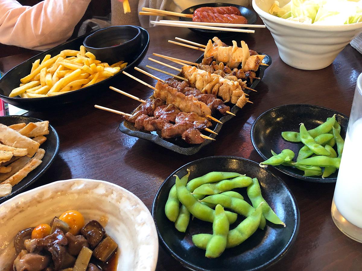「やきとり家美濃路西枇杷島店」の焼鳥と鶏もつ煮と他いろいろ @清須市西枇杷島