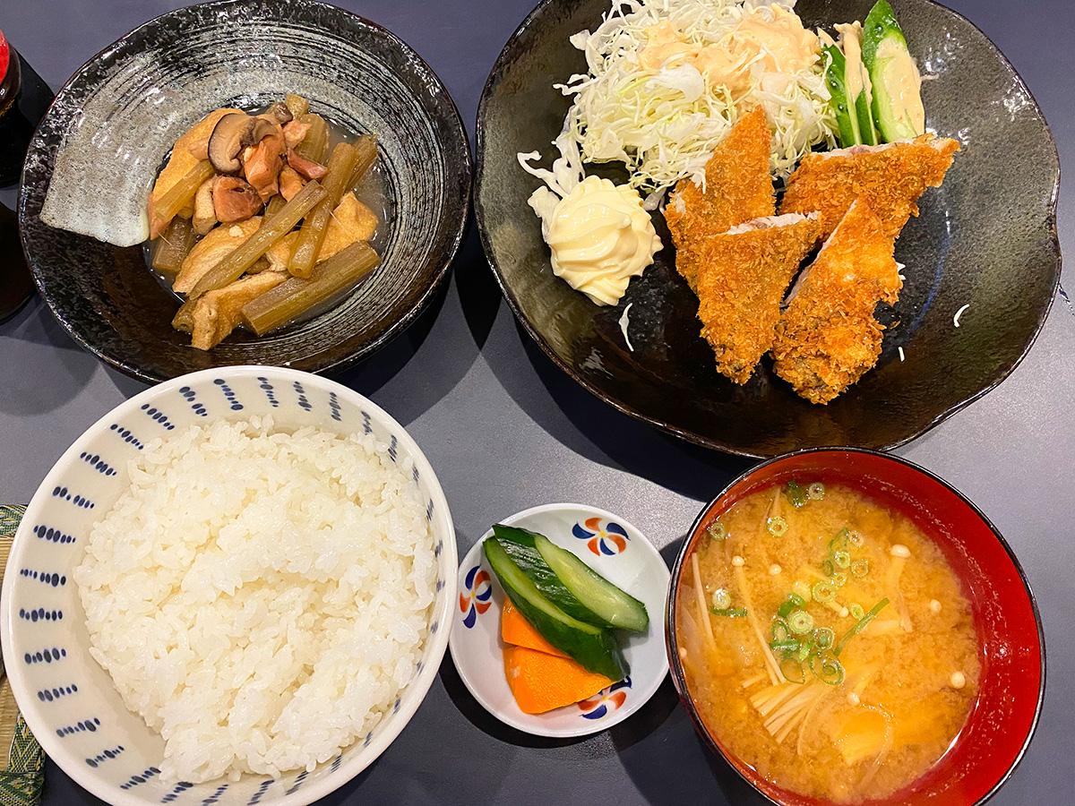 「呑み食いどころ nekoちゃん」のあじフライ定食 @清須市西批杷島