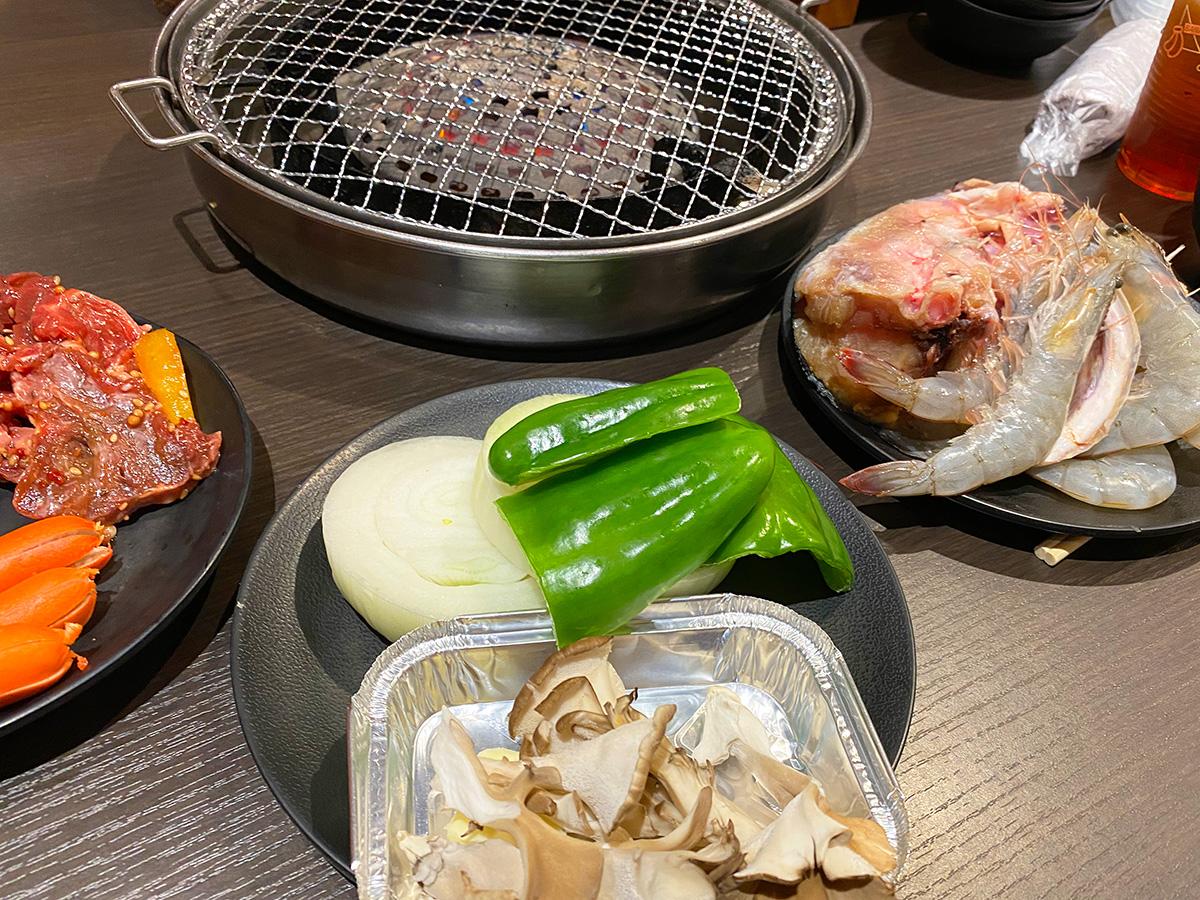 「まんぷく太郎 中之郷店」の焼肉とお寿司のバイキング @北名古屋市西春