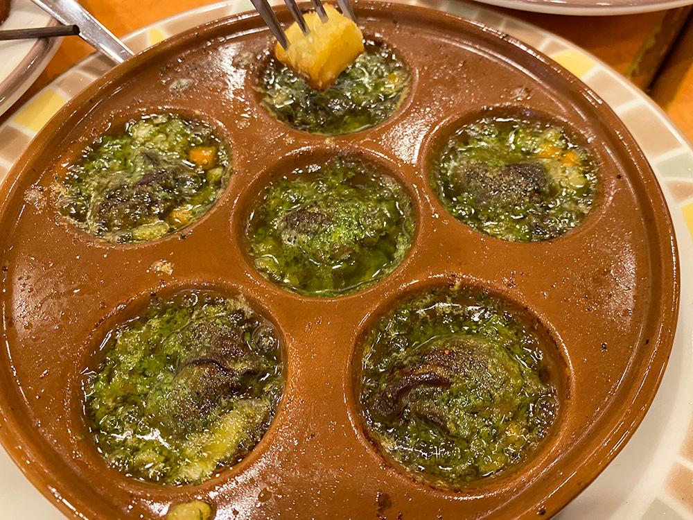 「サイゼリヤ」のエビとブロッコリーのオーロラソースとエスカルゴのオーブン焼き